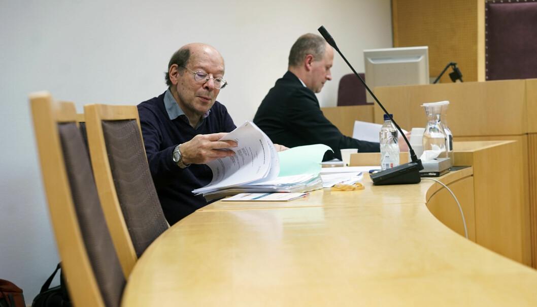 Jens Petter Berg sammen med sin advokat da saken om midlertidig forføyning ble behandlet, 9. november i år. Foto: Ketil Blom