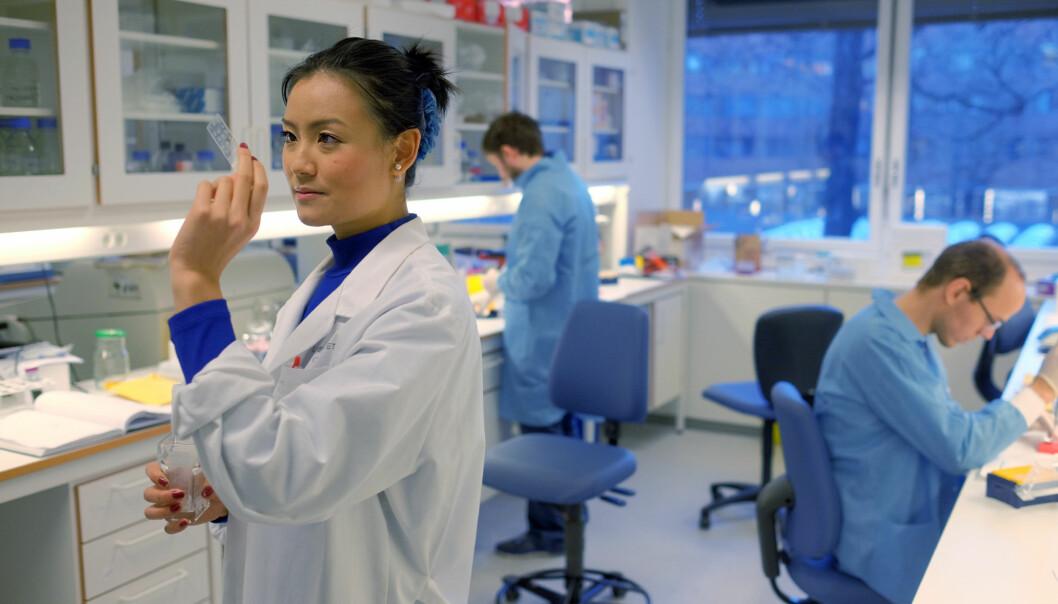 Tovy Dinh gikk på forskerlinjen på medisinstudiet ved Universitetet i Oslo 2016/17. Nå skal mange flere få sjansen til å forberede seg på en forskerkarriere gjennom å gå på enforskerlinje.
