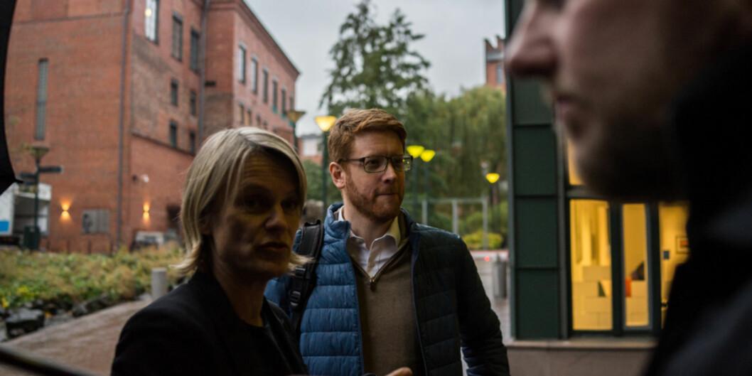 Nina Sandberg og Martin Henriksen i Arbeiderpartiet besøkte Høgskolen i Oslo og Akershus i går og gjentar nå forslaget lovfestet rett til tilgang på studentombud for alle landetsstudenter. Foto: David Engmo