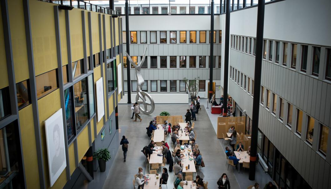 Lokalene til Høgskolen i Oslo og Akershus på Kjeller i Akershus er luftige, men ikke spesielt hensiktsmessige. Nå tilbyr gårdeier Hemfosa både ombygginger og lavere husleie hvis høgskolenblir. Foto: Skjalg Bøhmer Vold