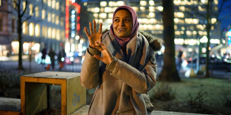 Lubna Mehdi ble kåret til «Årets forbilde 2016» på daværende Høgskolen i Oslo og Akershus, for sitt engasjement blant annet for døve barn. Hun studerte tegnspråk og tolking. Nå får OsloMet ekstra penger for å utvikle mastervalg i lærerutdanningen i tegnspråk Foto: Ketil Blom Haugstulen