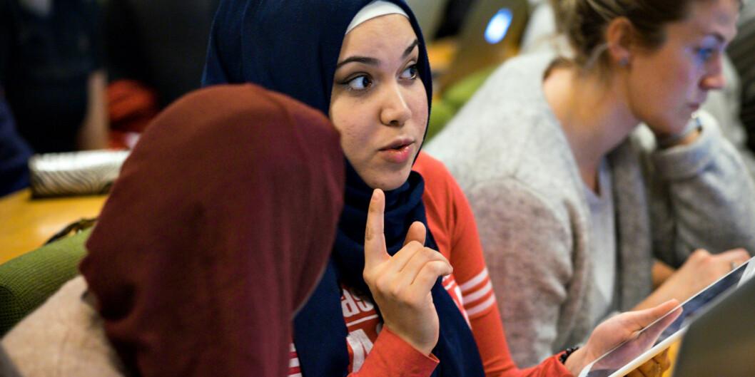 Anwar Horani har en bachelor i fysioterapi fra Syria, og nå har hun begynt å lære om det norske helsesystemet ved Høgskolen i Oslo ogAkershus. Foto: Ketil Blom Haugstulen