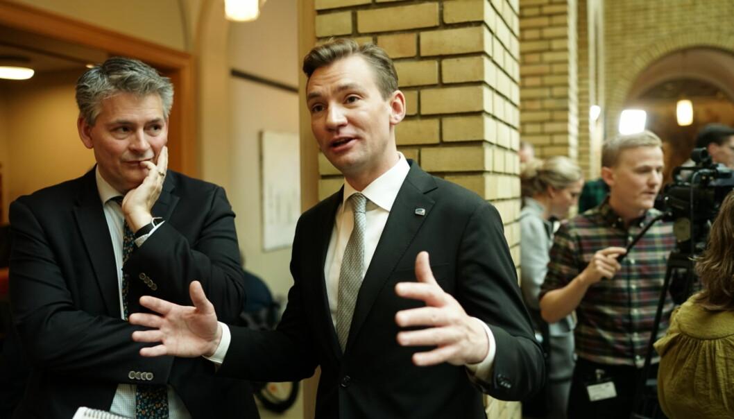 Statssekretær Bjørn Haugstad (t.v.) og kunnskapsminister Henrik Asheim mener neste års budsjett leverer i forhold til langtidsplanen for forskning og høyereutdanning.