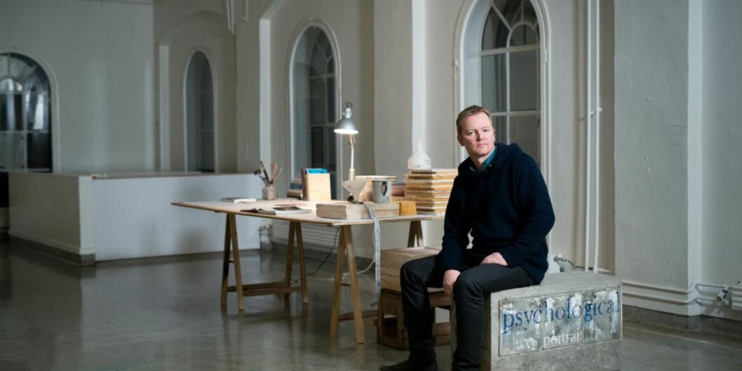 Førsteamanuensis Arild Berg er keramiker og avla sin doktorgrad ved Aalto University i Finland i mai 2014, og senere ble doktorgradsarbeidene hans stilt ut ved Høgskolen i Oslo og Akershus. Foto: Skjalg BøhmerVold