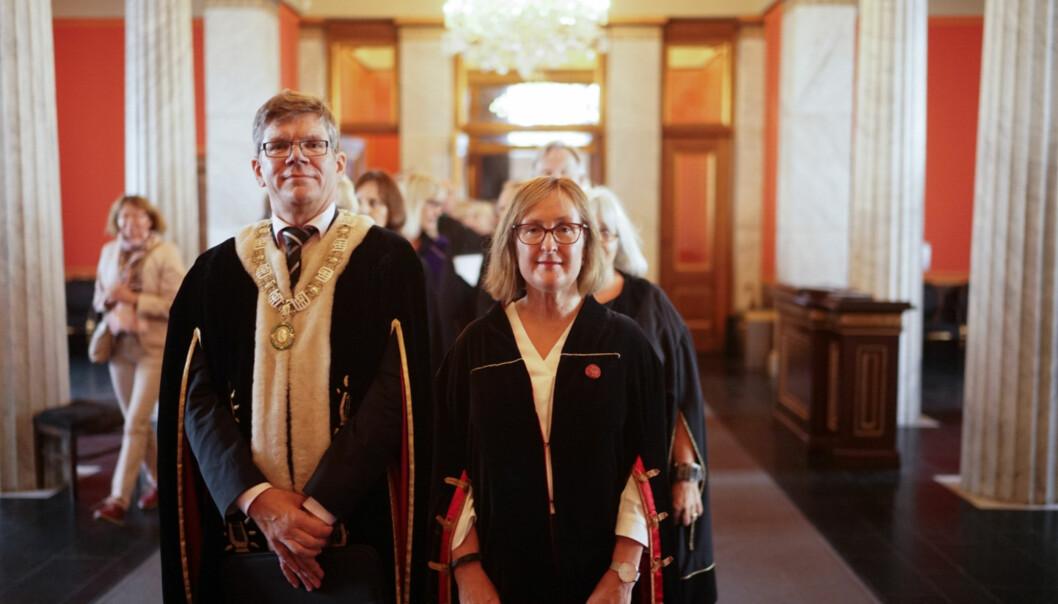På vei inn for å feire 206-årsdagen til Universitetet i Oslo. Rektor Svein Stølen i front påkappeparaden.