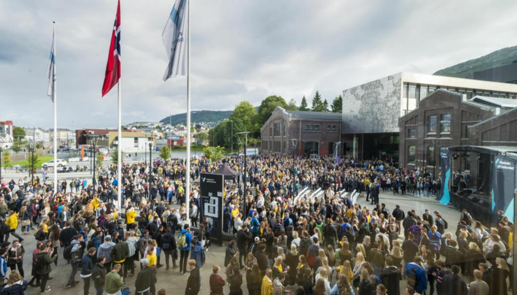 Studiestart på Høgskulen på Vestladet HVL. Her fra Kronstadplassen, åpningsseremoni til Høgskulen på Vestlandet. Foto: Tor Farstad