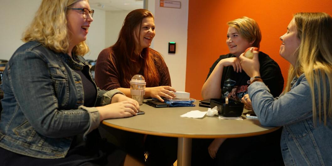Solveig Kvakkestad, Ida Marie Løvheim Olsen, Renate Grønli og Cathrine Konttinen, alle på lektorutdanningen, historie, første år ved Høgskolen i Sørøst-Norge. Må de velge foretrekker de å ha pensum på papir, framfordigitalt.
