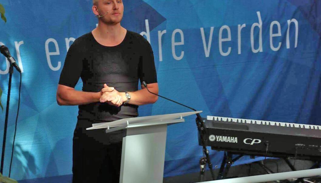 Studentleder Gjermund Kvernmo Langset stilte i  kjole på studiestart NTNU i Ålesund. Han høstet mye respekt og ros for stuntet.