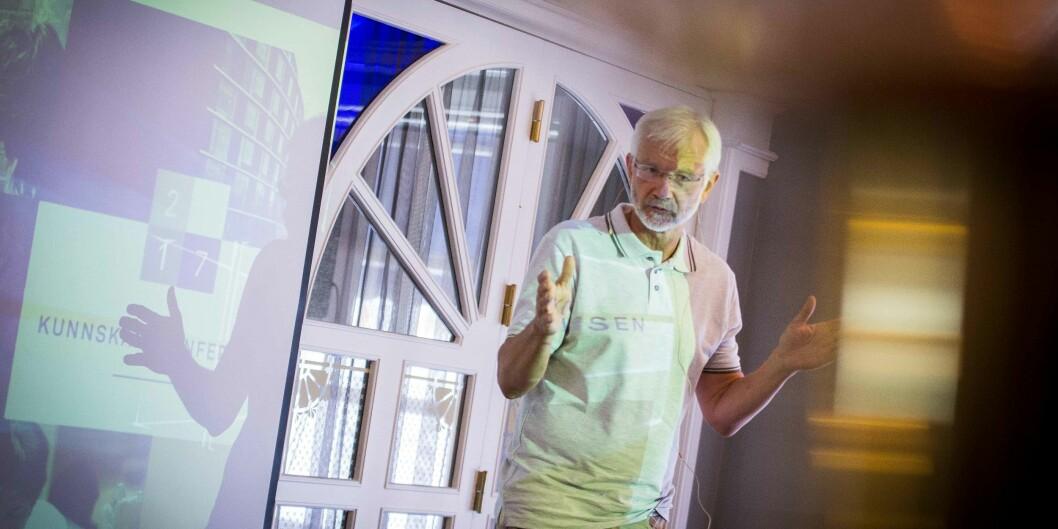 Onsdag presenterte senterleder Kåre Hagen fra Høgskolen i Oslo og Akershus det nye Velferdsbarometeret, på høgskolens kunnskapskonferanse påArendalsuka. Foto: Siri Øverland Eriksen