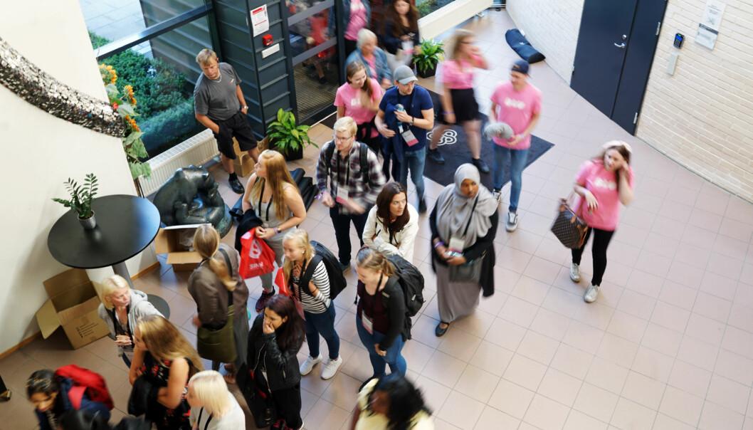 Utdanningsinstitusjonane må ta språkrettene til studentane på alvor, skriv Magne Aasbrenn. Biletet er frå studiestart 2017 ved Høgskolen i Innlandet, Hamar. Foto: Ketil Blom Haugstulen