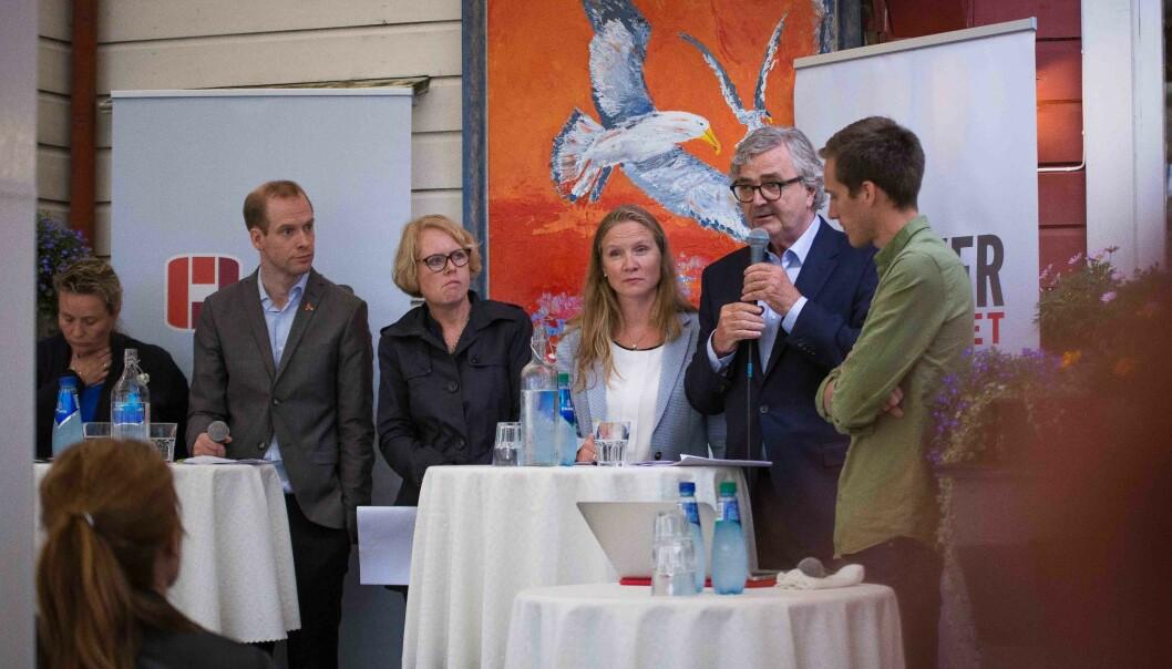 Debatt arrangert av Forskerforbundet. Fra venstre: Lill Harriet Sandaune (FrP), Jan Mangnus Aronsen (akademiet for yngre forskere), Marianne Aasen (Ap), Mari Sundli Tveit (rektor NMBU), Petter Aaslestad (leder forskerforbundet), Ola Rydje(debattleder). Foto: Siri Øverland Eriksen