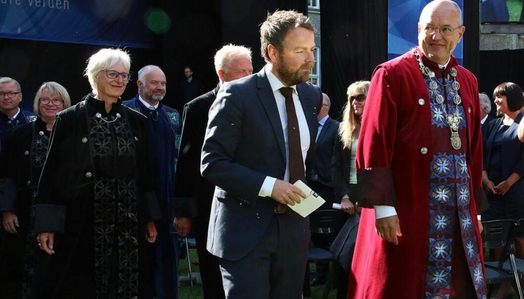 I 2015 var kunnskapsminister Torbjørn Røe Isaksen med på studiestart ved NTNU, her sammen med rektor Gunnar Bovim. I år skal han til Lillehammer, Hamar, Kongsberg, Ringerike og Alta. Foto: NTNU