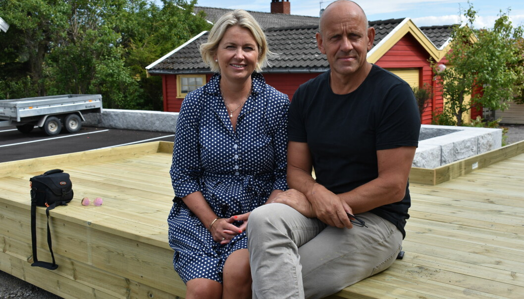 Kristin Vinje sammen med dekan Morten Dæhlen. Fra 1. oktober er Dæhlen sjefen til Vinje på Universitetet i Oslo. Foto:Privat
