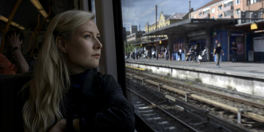 Iril Myrvang Gjørv på T-banen på vei hjem fra universitetet. Foto: Cicilie S. Andersen