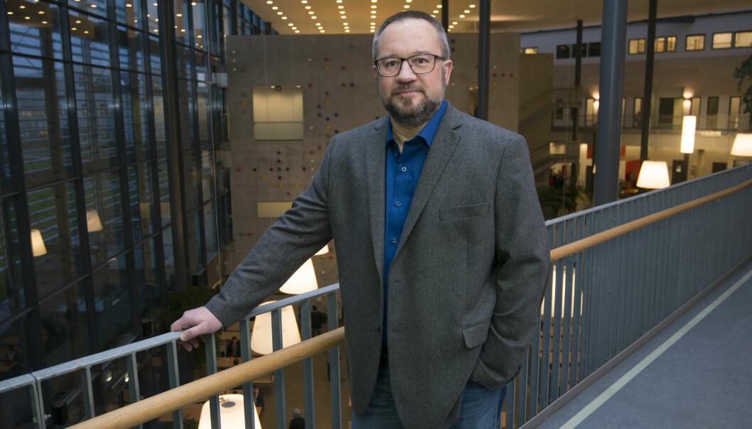 Dennis Aske, studentombud ved Universitetet i Stavanger, ønsker at universitetet hans blir flinkere til å synliggjøre at de har et studentombud og hva studentene kan få hjelp til hos ham. Foto: AsbjørnJensen/UiS