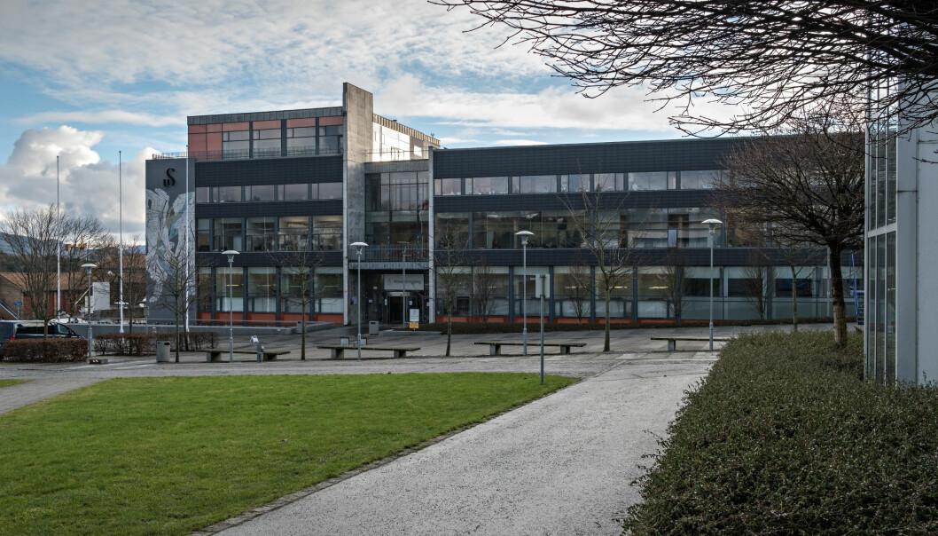 Arne Rettedals hus, administrasjonsbygget til Universitetet i Stavanger (UiS) på Ullandhaug. Styremedlem oppfordrer til forsiktighet i behandling av professoren som har kommet med groveytringer. Foto: Aasland, Jarle