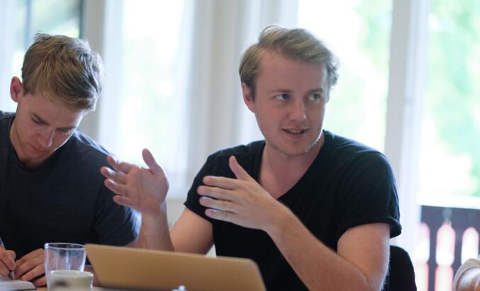 NSO-leder Håkon Randgaard Mikalsen mener forskriften bør gå lenger i å likestille forskning og utdanning,