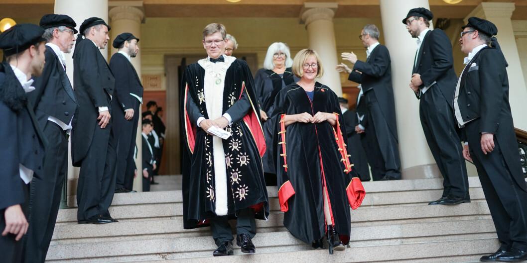 Rektoratet ved Universitetet i Oslo får kritikk for strategiarbeidet sitt. Her er rektor Svein Stølen og preorektor Gro Bjørnerud Mo under tiltredelsen 2017. Foto: Ketil Blom Haugstulen