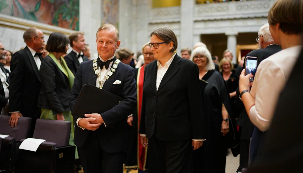 Ole Petter Ottersen er avtroppende rektor ved Universitetet i Oslo. Her på inaugurasjonen til hans etterfølger, Svein Stølen, sammen med prorektor Elisabeth Hennum. Foto: Ketil Blom Haugstulen