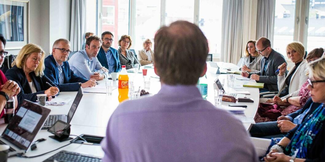 """Representanter fra åtte utdanningsinstitusjoner og <span class=""""caps"""">NIFU</span> hører HiOA-rektor Curt Rices innledning om utvidet eierskap i Khrono. Foto: Siri Ø.Eriksen"""