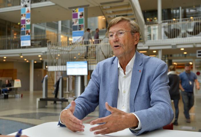 Jarle Aarbakke, tidligere UiT-rektor er klar på at UiT har kommet i en klemme.