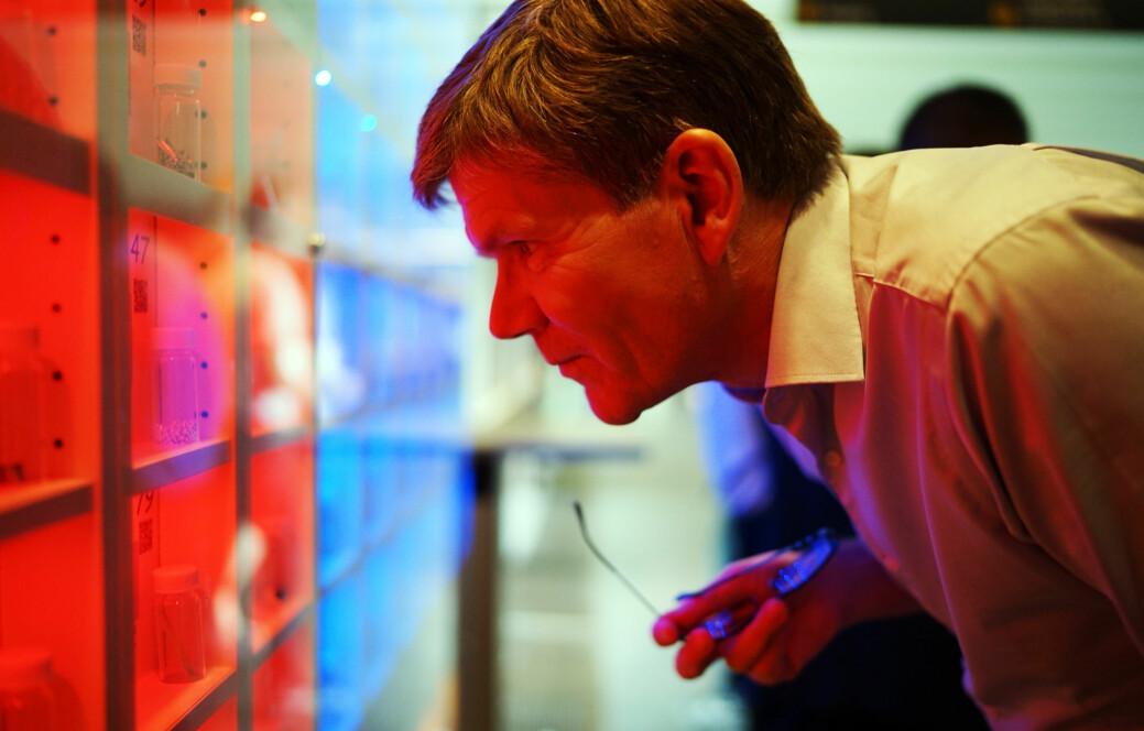 Svein Stølen, kjemiker og rektor ved Universitetet i Oslo, oppfordrer nye doktorer til å ta i bruk kunnskapen fra UiO og drive formidling. Foto: Ketil Blom