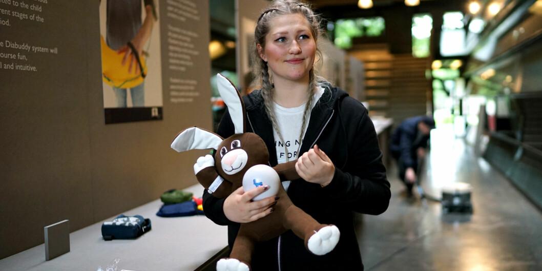 Rosalinn Løfting Krosshavn sier hun aldri hadde kunnet lage produktetet hun presenterer på utstillingen, hadde det ikke vært for Instituttet forproduktdesign.
