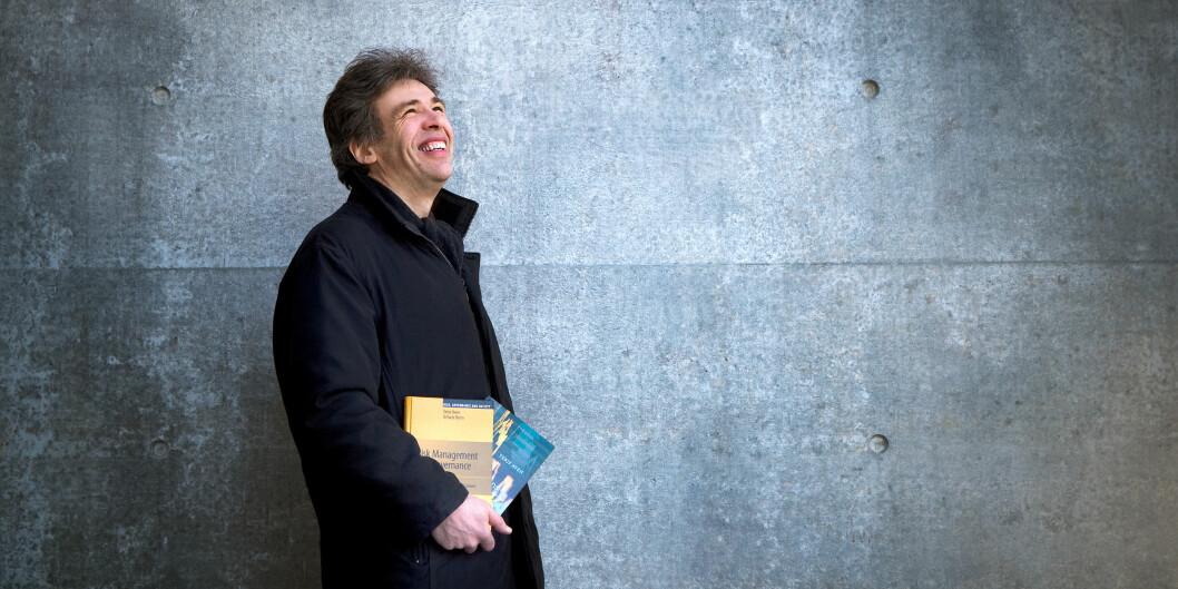 Terje Aven er professor i risikoanalyse og risikostyring ved Universitetet i Stavanger, og den forskeren i landet med nest flest publiseringspoeng de siste fem årene. Foto: Elisabeth Tønnessen,UiS