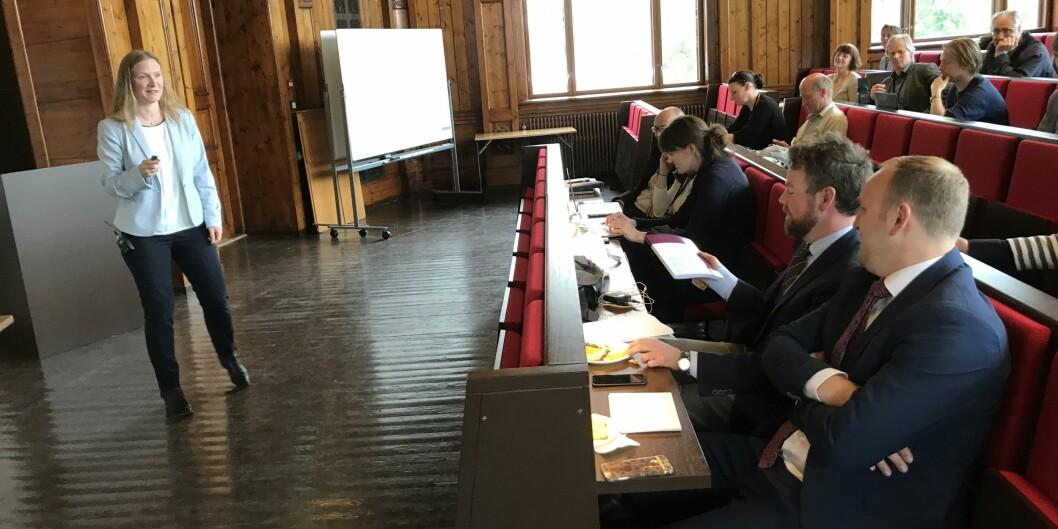 """<span class=""""caps"""">NMBU</span>-rektor Mari Sundli Tveit understreket for kunnskapsministeren at det neppe ville være en overraskelse for ham at også for <span class=""""caps"""">NMBU</span> er grunnforskningen sværtviktig."""