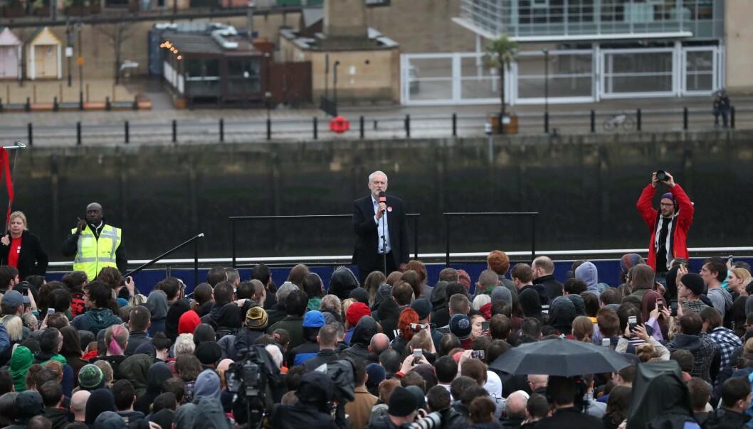 Labourleder, Jeremy Corbyn, lover gratis høyere utdanning og stemmerett for 16-åringer i Storbritannia og er favoritten hos de unge velgerne foran valget førstkommendetorsdag. Foto: SCOTT HEPPELL
