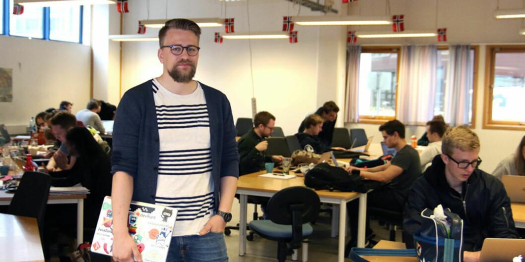"""Informatikkstudent Didrik Sæther er svært overraska over kor lett det er å bryta seg ut av det nedlåste systemet på digital eksamen. Han har funne fleire sikkerheitshol som gjer det mogleg å juksa - utan dei alt for store <span class=""""caps"""">IT</span>-kunnskapane."""