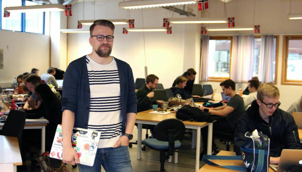 Informatikkstudent Didrik Sæther er svært overraska over kor lett det er å bryta seg ut av det nedlåste systemet på digital eksamen. Han har funne fleire sikkerheitshol som gjer det mogleg å juksa - utan dei alt for store IT-kunnskapane.