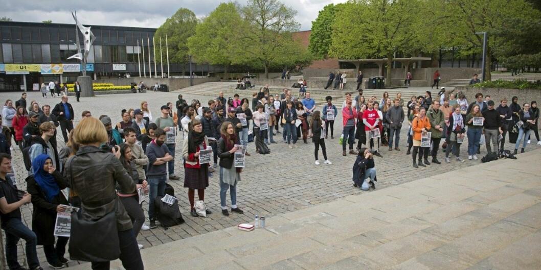 Opp mot 100 møtte fram til markering mot rasisme på Universitetet i Oslo fredag. Foto: Sofie VegaWollbraaten