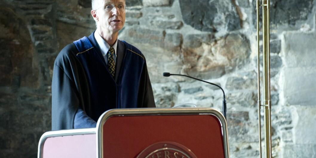 Professor Gjert Kristoffersen ved Universitetet i Bergen er en av de to norske deltakerne i en gruppe som er nedsatt av Nordisk Ministerråd for å vurdere språkbruken iakademia. Foto: thor brodreskift