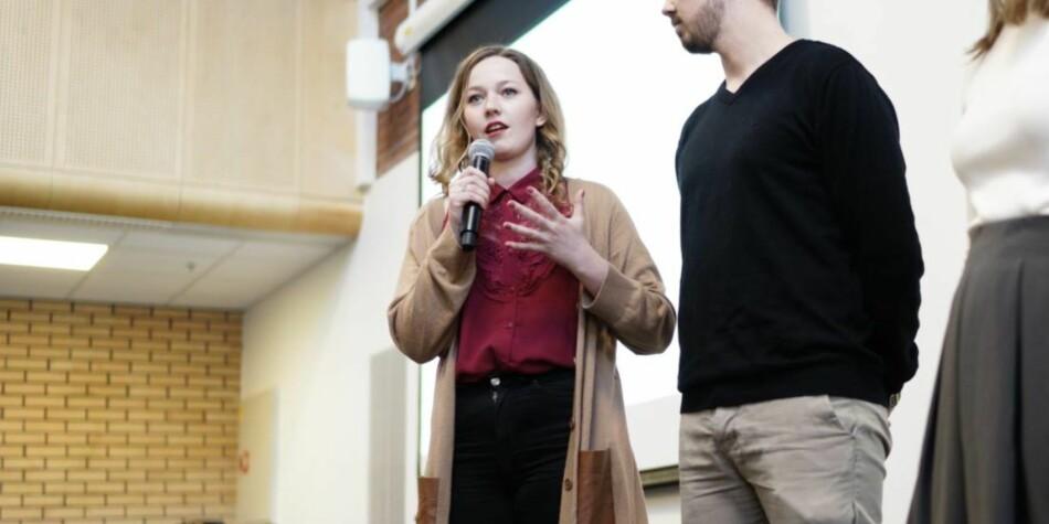 Leder av valgkomitéen for Studentparlamentet ved OsloMet, Pia Marie Næss Johansen, argumenterer for viktigheten av å stille til valg. Foto: Ketil Blom Haugstulen