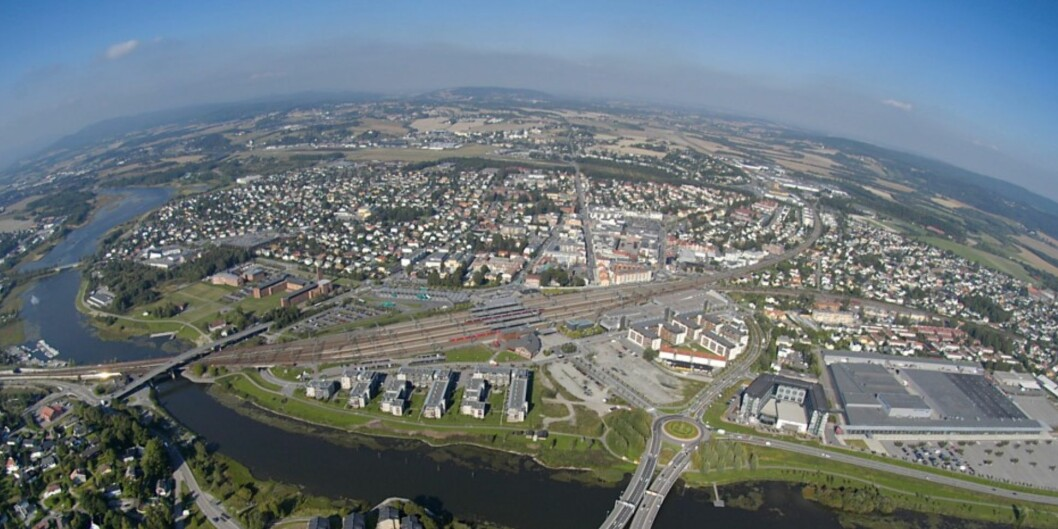 Campus Lillestrøm planlegges midt i Lillestrøm, nær togstasjonen. Ulike plasseringer vurderes nå, og samtidig har et forslag om hvilke utdanninger og miljøer som skal flytte dit vært på høring. Foto: KunnskapsbyenLillestrøm