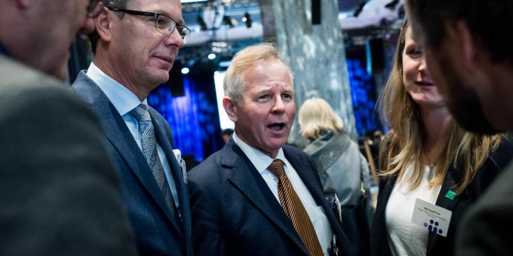 Rektor Ole Petter Ottersen (i midten) ber studentene ved Universitetet i Oslo trå til og stemme ved valget til nytt studentparlament, slik at de kan slå Universitetet i Bergen, der Dag Rune Olsen (t.v.) er rektor. Foto: Skjalg BøhmerVold