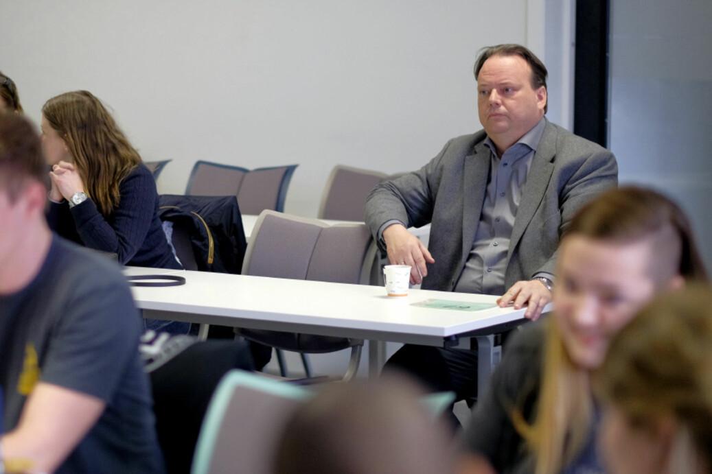 Sørøst-viserektor Halvor Austenå har stilt spørsmålet ved at parlamentet legger opp til å lukke valgutspørringene onsdag. Foto: Ketil Blom Haugstulen