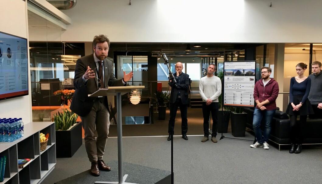 Kunnskapsminister Torbjørn Røe Isaksen besøkte forskningslaboratoriet Simula for å få innspill til revidering av langtidsplanen. Foto: ØysteinFimland