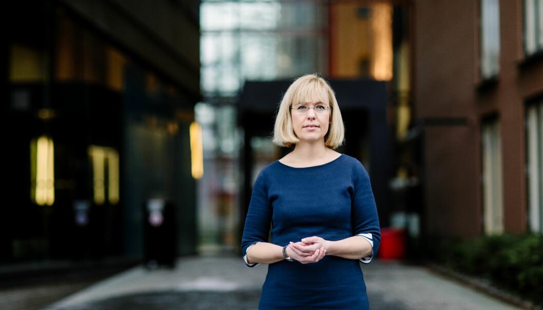 Det er ikkje frivillig å følge mållova eller ikkje, seier språkdirektør Åse Wetås, som slit med å få unversitet og høgskular til å ta mållova på alvor - og få rapportar om målbruk inn itide. Foto: Moment Studio
