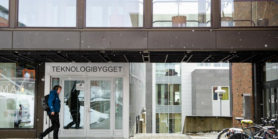 Sju av ti kandidater som går ut fra UiT Norges arktiske universitet velger å bli i landsdelen etter at de er ferdig med studiene. Her fra campus iTromsø. Foto: Lars Åke Andersen