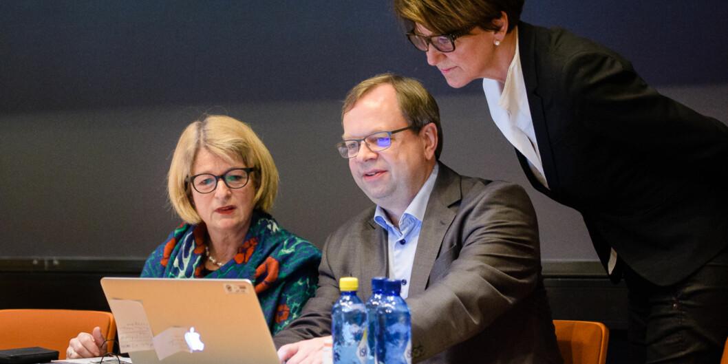 Rektor og styreleder Anne Husebekk (t.v.) ønsker smal modell med en halvering av antall fakulteter ved UiT Norges arktiske universitet, men arbeidsgruppen som har utredet saken ersplittet. Foto: Lars Åke Andersen