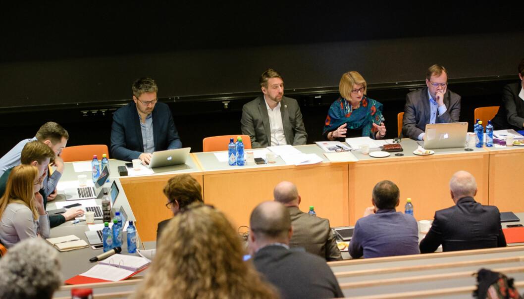 I dag skal styret ved UiT Norges arktiske universitet diskutere ledelsen på sitt laveste nivå, institutter og sentre. Dette bildet er fra den gangen man diskuterte antall fakulteter ved universitetet. Foto: Lars Åke Andersen