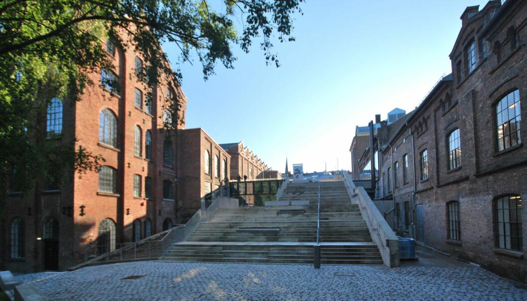 Kunsthøgskolen i Oslo holder til i den gamle seilduksfabrikken på Grünerløkka i Oslo. Foto: Helge Høifødt, Wikipedia