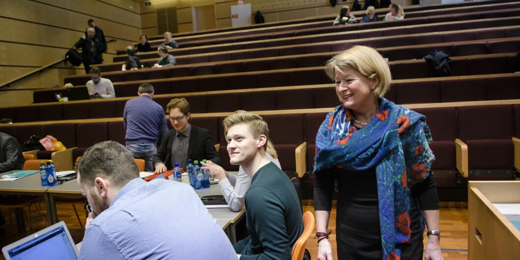 Politisk redaktør i Nordlys, Skjalg Fjellheim skriver at det nå er synlig for alle at rektor Anne Husebekk har trampet som en blind elefant inn i det regionalpolitiske rommet inord.