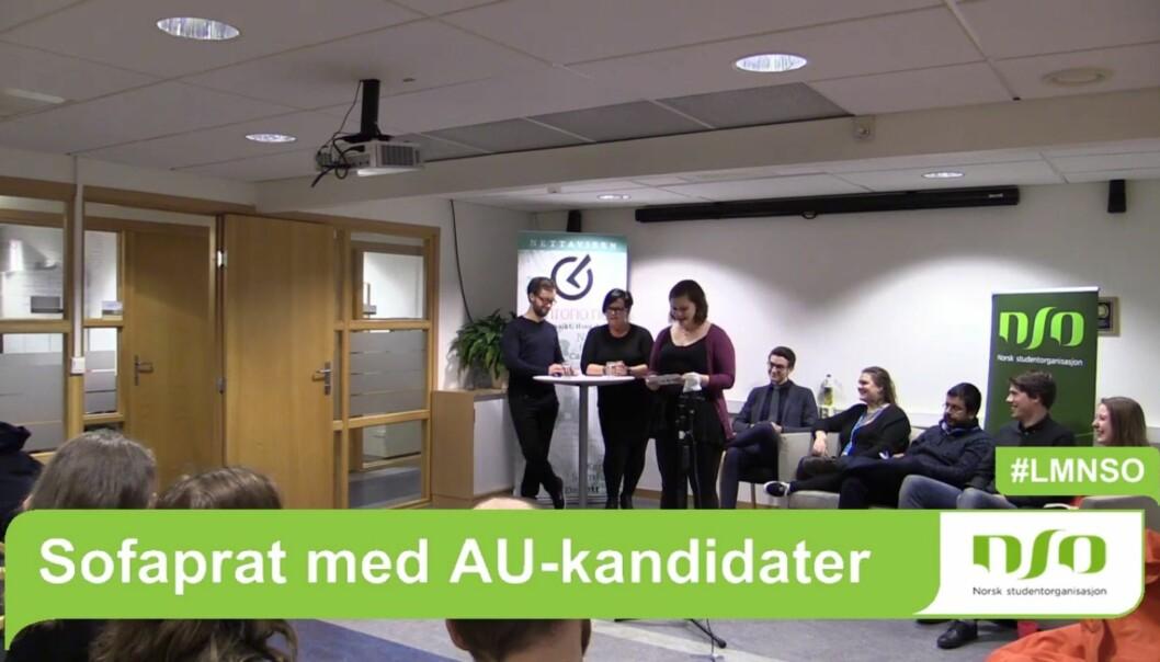 """Khronos redaktør Tove Lie og journalist Øystein Fimland ledet utspørringen av NSOs lederkandidater i årets """"Sofaprat"""" onsdagkveld."""