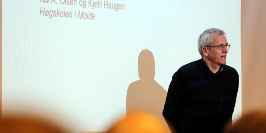 Professor i informatikk ved Høgskolen i Molde, Kai A. Olsen, mener at det er paradoksalt at høgskolen må ha to menn og to kvinner. Foto: Arild Waagbø/Panorama