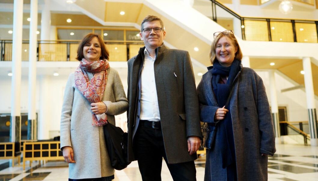 Fra venstre, Åse Gornitzka, viserektorkandidat forsknings og internasjonalisering, Svein Stølen, rektorkandidat og Gro Bjørnerud Mo, prorektorkandidat utdanning og læringsmiljø. I tillegg er Per Morten Sandset, viserektorkandidat, forskning og innovasjon en del av teamet, men ikke på bildet. Foto: Ketil Blom Haugstulen