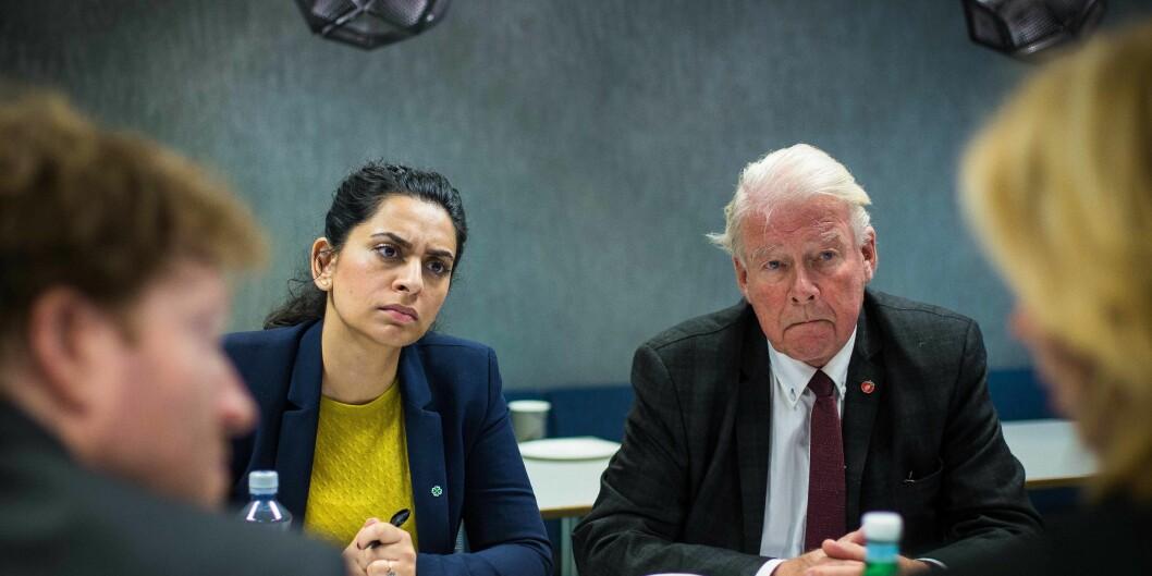 Aisha Naz Bhatti (Sp) og Carl I. Hagen (Frp) var tilstede på Høgskolen i Oslo og Akershus for å høre mer om institisjonen. Foto: Siri Ø.Eriksen