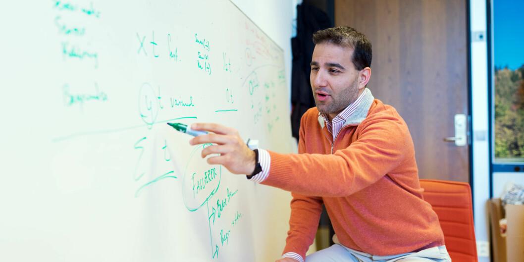 Omid Mirmotahari er førsteamanuensis på Universitetet i Oslo, og mener han sitter på fremtidens sensur av eksamen. Foto: KetilBlom